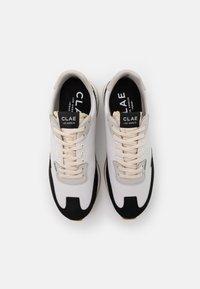 Clae - RUNYON - Sneakersy niskie - white/black - 3