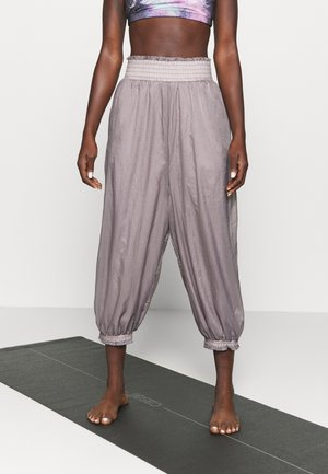 SASHAY MY WAY PANT SOLID - Tracksuit bottoms - dark grey