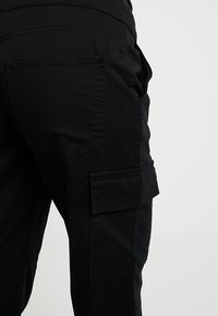 New Look Maternity - UTILITY POCKET TROUSER - Tracksuit bottoms - black - 5