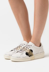 MOA - Master of Arts - GRANMASTER - Trainers - white - 0