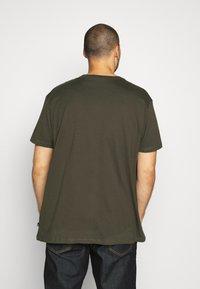 Burton Menswear London - SHORT SLEEVE CREW 3 PACK - T-shirt basic - indigo/burgundy - 2