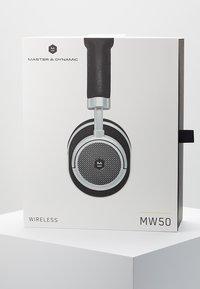 Master & Dynamic - MW50 WIRELESS ON-EAR - Koptelefoon - black/silver-coloured - 4