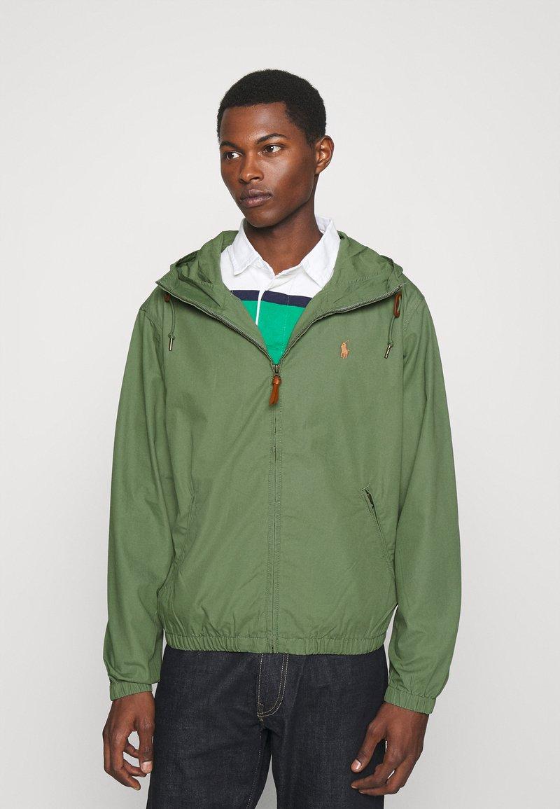 Polo Ralph Lauren - POPLIN HOODED JACKET - Tunn jacka - cargo green