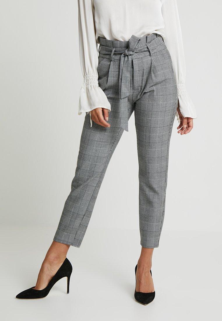 Vero Moda Petite - PAPER BAG CHECK PANT - Kalhoty - grey/white