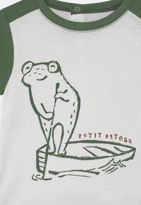 Petit Bateau - Print T-shirt - marshmallow/vallee - 2