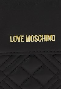Love Moschino - CHAIN WALLET AND PHONE XBODY - Wallet - nero - 4