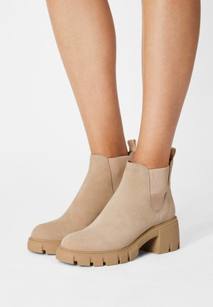 HOWLER - Kotníkové boty na platformě - sand