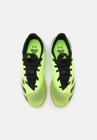 adidas Performance - PREDATOR 20.4 FOOTBALL SHOES INDOOR UNISEX - Indoor football boots - signal green/core black - 3