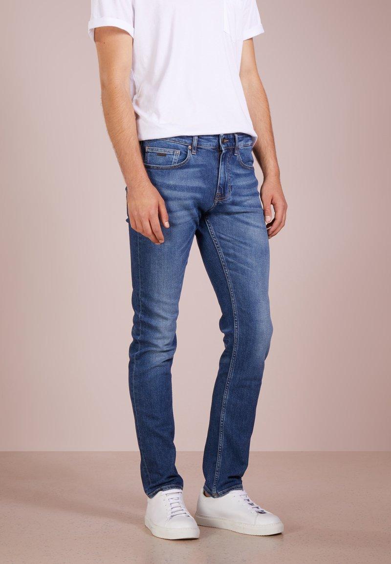 BOSS - DELAWARE  - Slim fit -farkut - medium blue