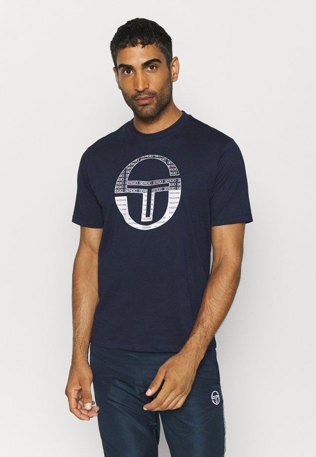 BOTERO - T-shirt con stampa - navy/white