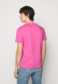Polo Ralph Lauren - CUSTOM SLIM FIT CREWNECK - Basic T-shirt - maui pink - 2