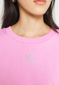 adidas Originals - CROPPED TEE - Basic T-shirt - bliss orchid - 5
