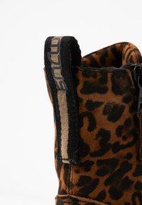 MJUS - Kotníkové boty na platformě - sella - 2