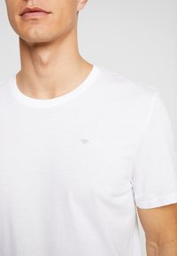 TOM TAILOR - BASIC 2 PACK - T-shirt z nadrukiem - real navy blue/white - 4
