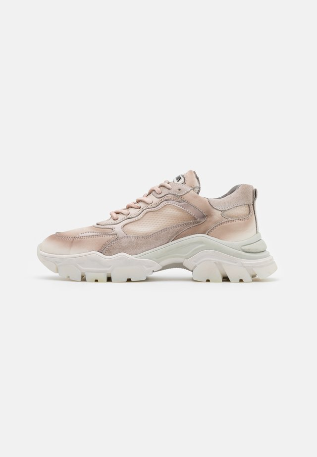 TAYKE OVER - Sneakers laag - taupe