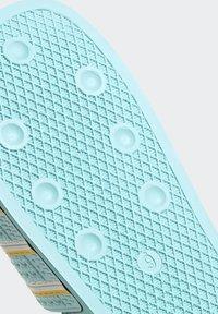 adidas Originals - ADILETTE SLIDES - Pantoffels - blue - 10