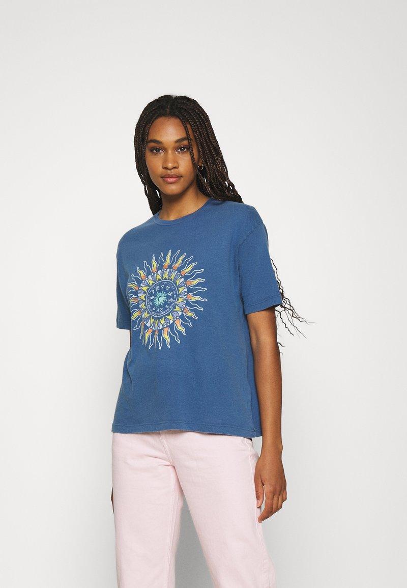 BDG Urban Outfitters - SUN CHANGE TEE - Print T-shirt - navy