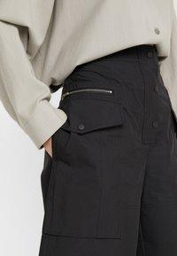 3.1 Phillip Lim - CARGO SHORT - Shorts - black - 4