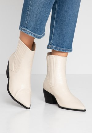 WIDE FIT ROCCO - Cowboy/biker ankle boot - offwhite