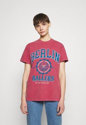 COLLEGIATE VARSITY TEE - T-shirt print - red
