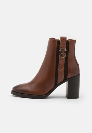 INTERLOCK BOOT - High heeled ankle boots - pumpkin paradise