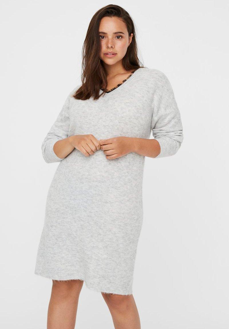 Vero Moda Curve - Abito in maglia - light grey melange