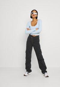 Monki - Maglietta a manica lunga - blue light - 1