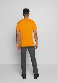Icebreaker - TECH LITE CREWE - T-shirt basique - sun - 2