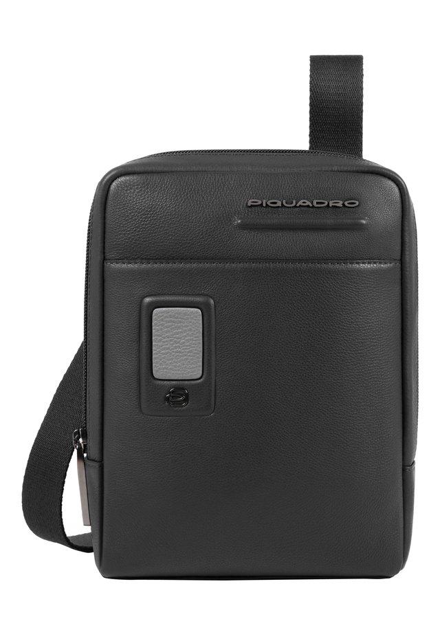 AKRON UMHÄNGETASCHE LEDER 17 CM - Across body bag - black