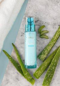 L'Oréal Paris Skin - HYDRA GENIUS THE LIQUID CARE  - Face cream - - - 4