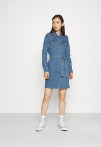 ONLY - ONLCOLUMBIA LIFE DRESS - Denim dress - medium blue denim - 1