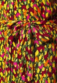 ONLY - ONLETHEL V-NECK DRESS - Kjole - forest night/paradize animal - 2
