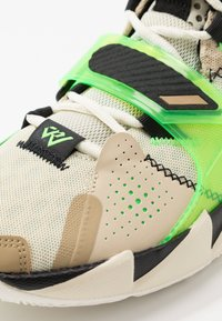 Jordan - WHY NOT ZER0.3 - Basketball shoes - parachute beige/rage green/fossil/black - 5