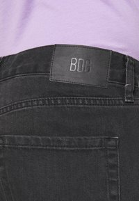 BDG Urban Outfitters - DAD - Denim shorts - washed black - 4