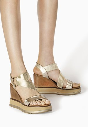 Wedge sandals - gold gld
