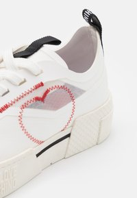 Love Moschino - Baskets basses - white - 6