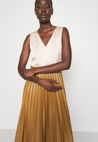 Closet - PLEATED SKIRT DRESS - Day dress - beige - 3