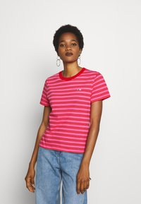 Tommy Jeans - CLASSICS STRIPE TEE - T-shirts med print - pink daisy/multi - 0