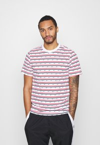 Nike Sportswear - Print T-shirt - white/university red/obsidian - 0
