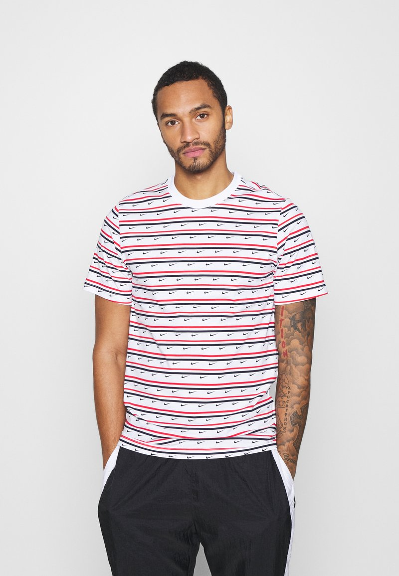Nike Sportswear - Print T-shirt - white/university red/obsidian