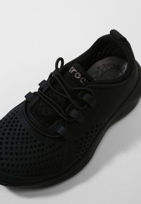 Crocs - LITERIDE PACER - Trainers - black / black - 5