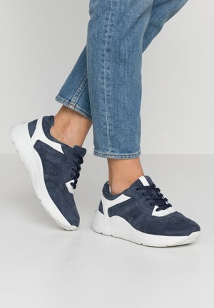 Trainers - ocean/white