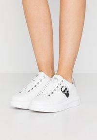 KARL LAGERFELD - KAPRI IKONIC LACE - Sneaker low - silver - 0