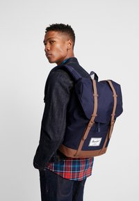 Herschel - RETREAT - Rucksack - peacoat/saddle brown - 1