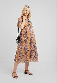 Hope & Ivy Maternity - FLORAL SHORT SLEEVE DRESS - Maxi šaty - orange - 1