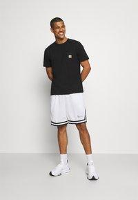 Karl Kani - SIGNATURE MESH SHORTS - Shorts - white - 1