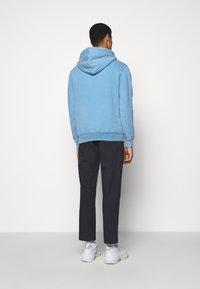 Han Kjøbenhavn - CASUAL HOODIE - Sweatshirt - faded blue - 2