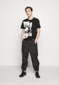 3.1 Phillip Lim - POSTCARD PERFECT TEE - T-shirt con stampa - black - 1