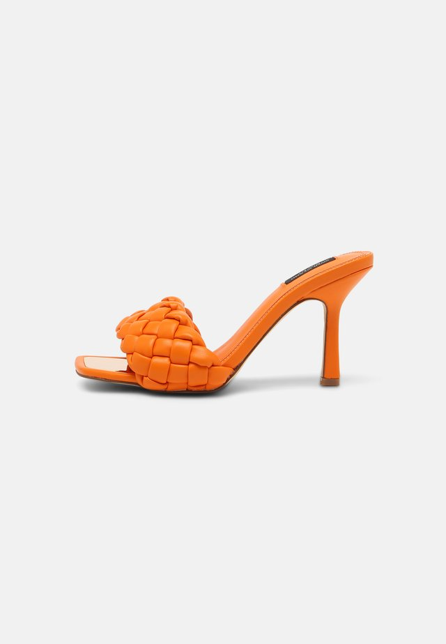 Muiltjes met hak - orange