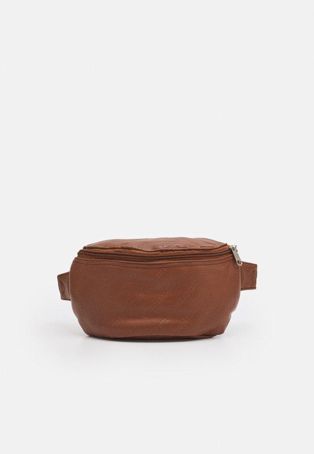 HIP BAG - Ledvinka - brown